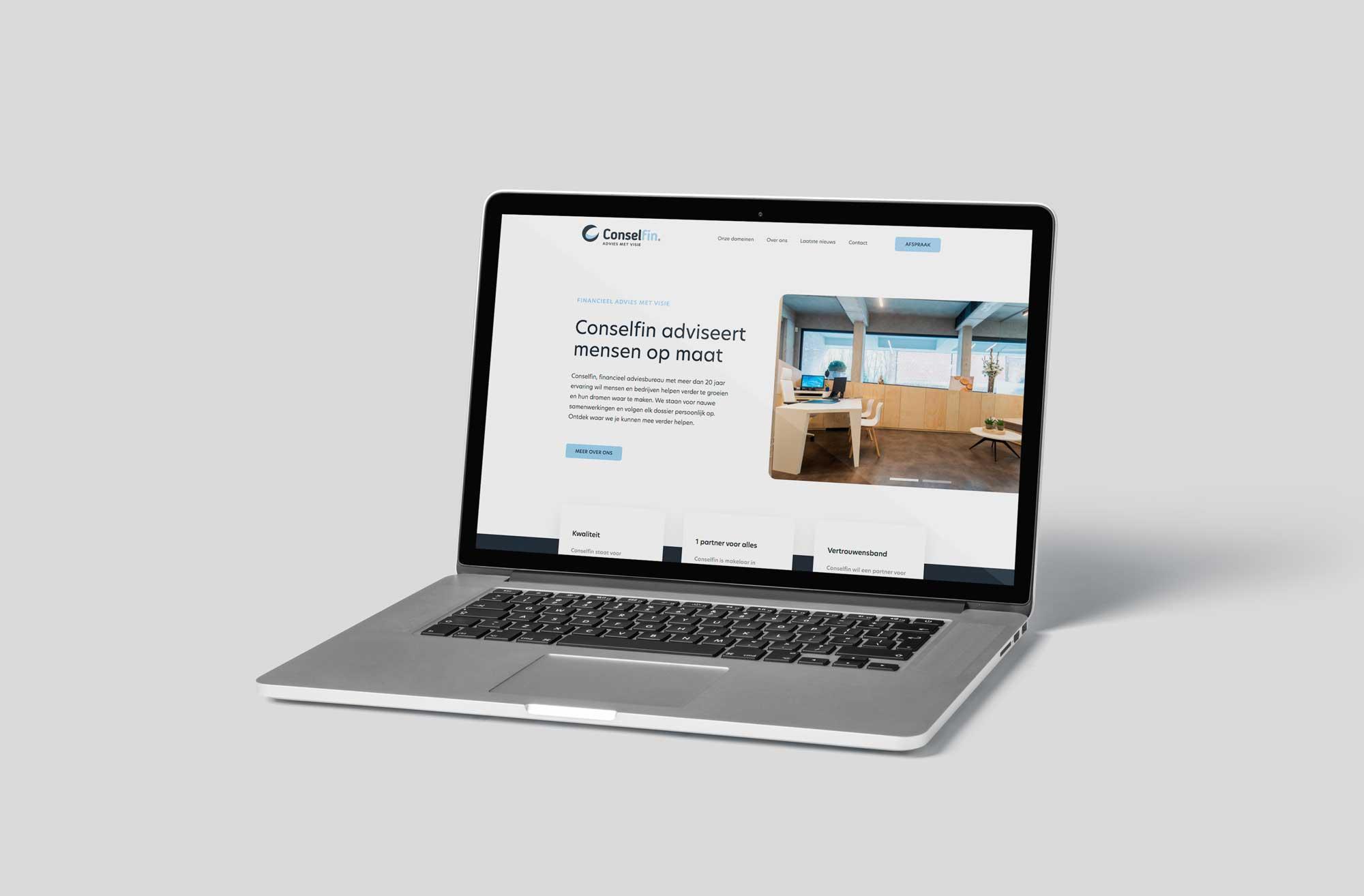 Website op latop van financieel bureau Conselfin